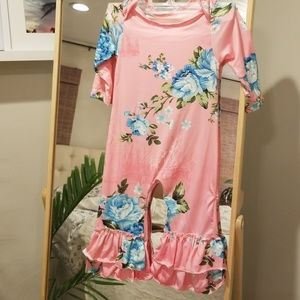 Other - Ruffled floral romper